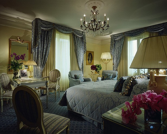 Four Seasons Paris Room
