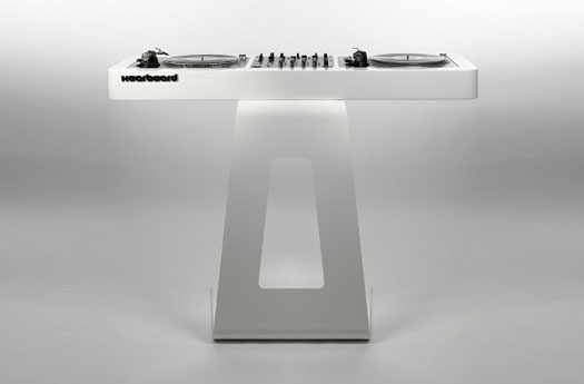 The ultra-modern Hoerboard Scomber mix DJ stand