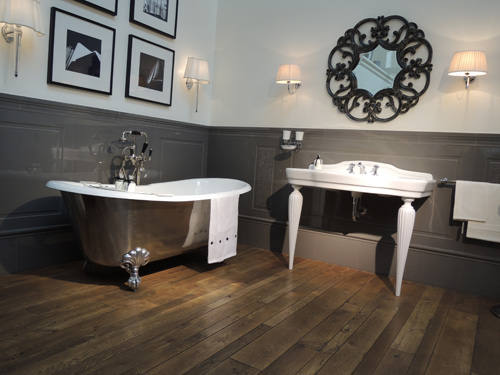 Devon & Devon Admiral tub and Serenade Console
